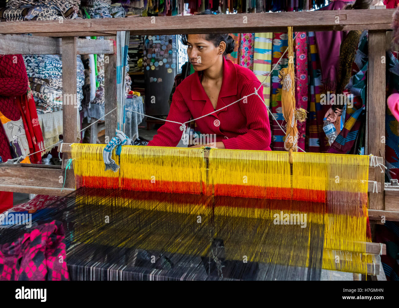 Textile worker on loom in city of Pokhara Nepal - Stock Image