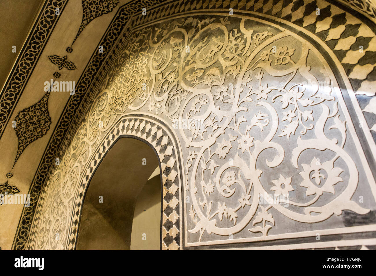 patterned arch in bathhouse - Stock Image