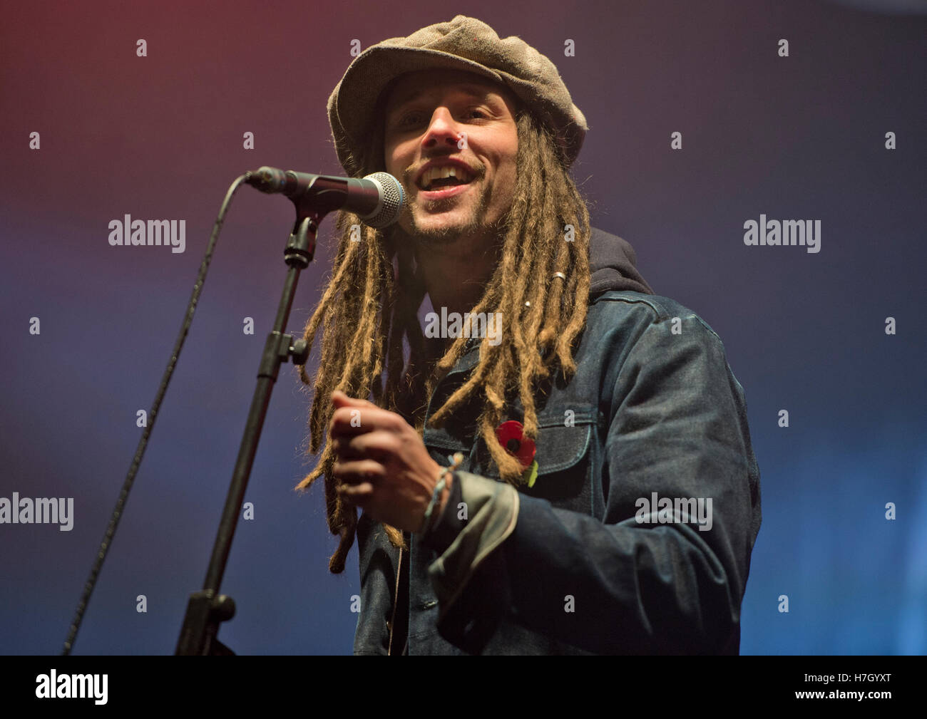 Manchester, UK. 4th November 2016. Musician JP Cooper performs at the annual Christmas Lights Switch-on in Albert - Stock Image