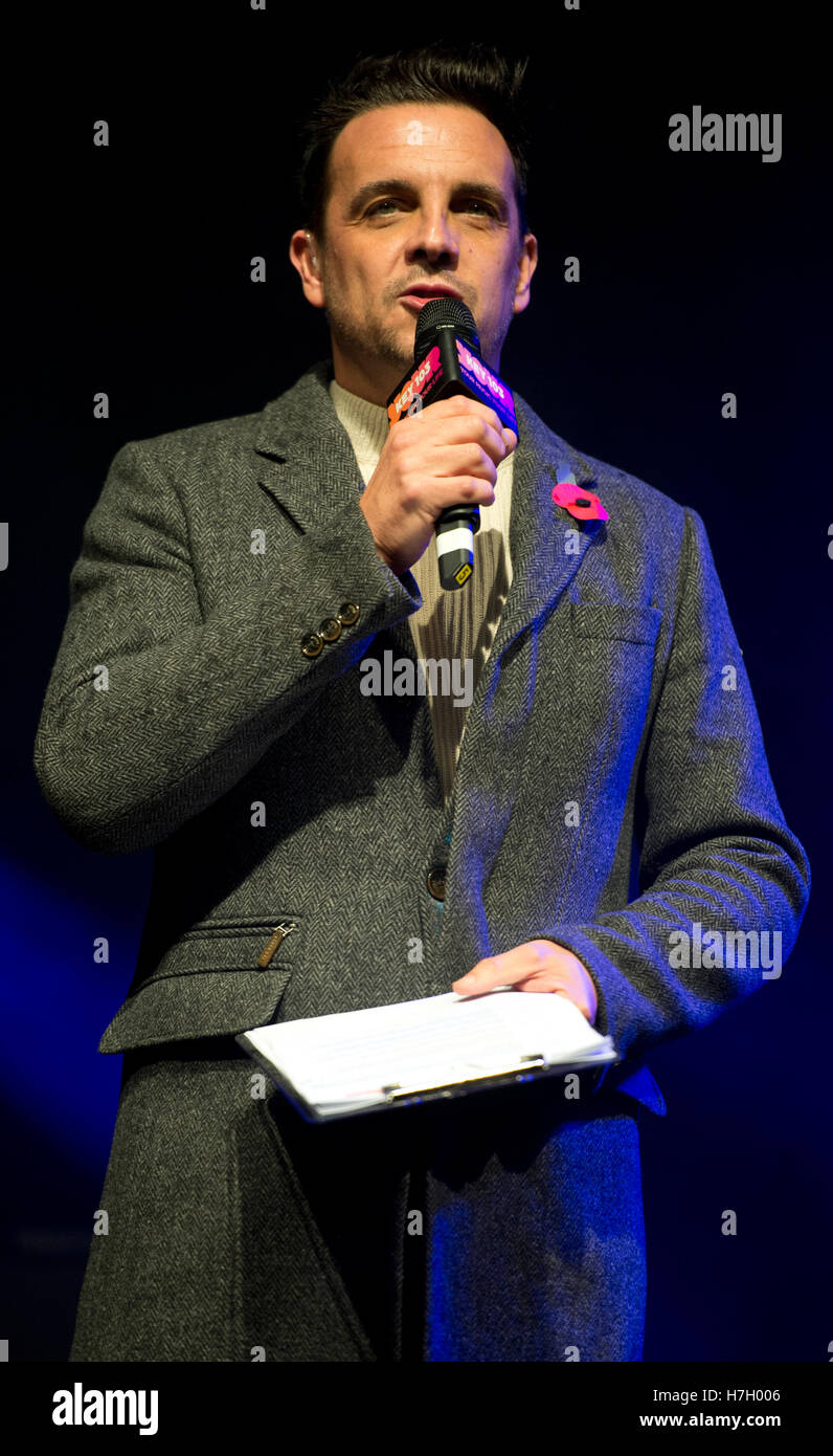 Manchester, UK. 4th November 2016. Key 103 radio station presenter Mike Toolan hosts the annual Christmas Lights - Stock Image