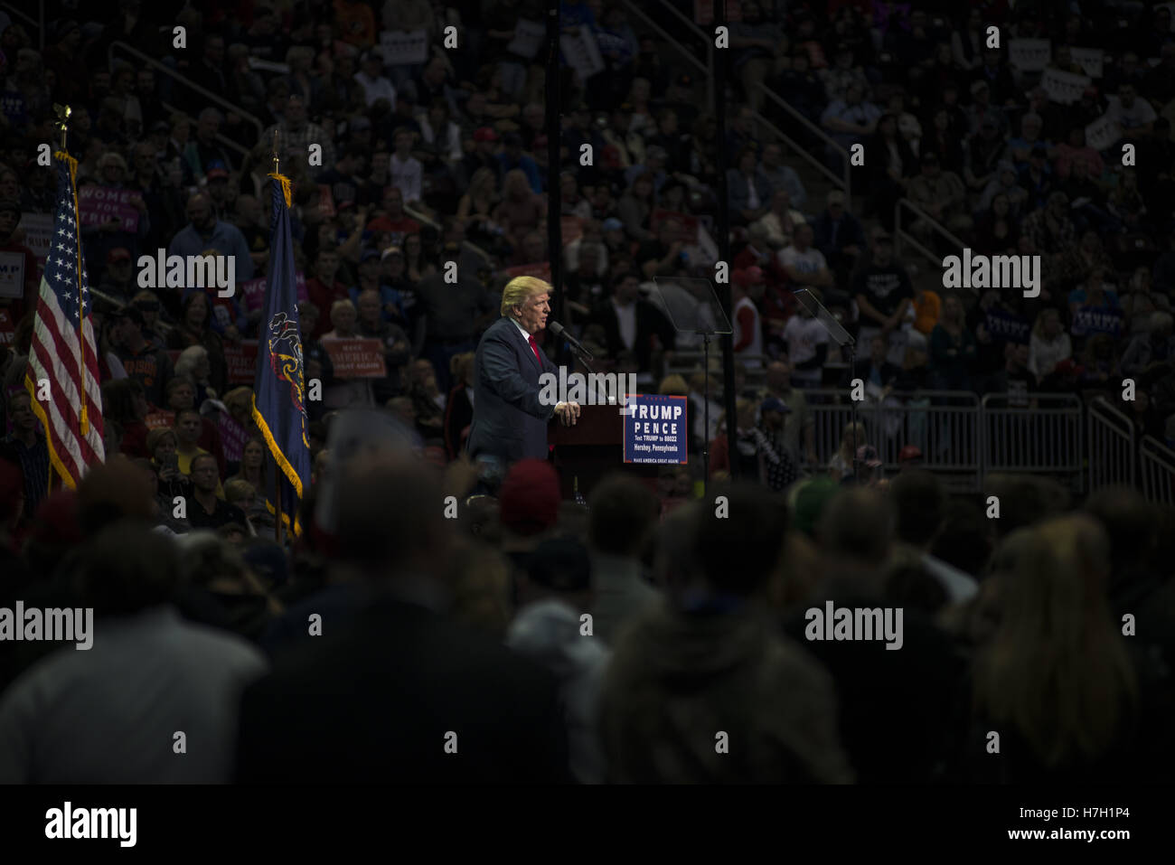 Hershey, Pennsylvania, USA. 5th Nov, 2016. Donald Trump speaks to over 10,000 supporters in Hersey, Pennsylvania - Stock Image