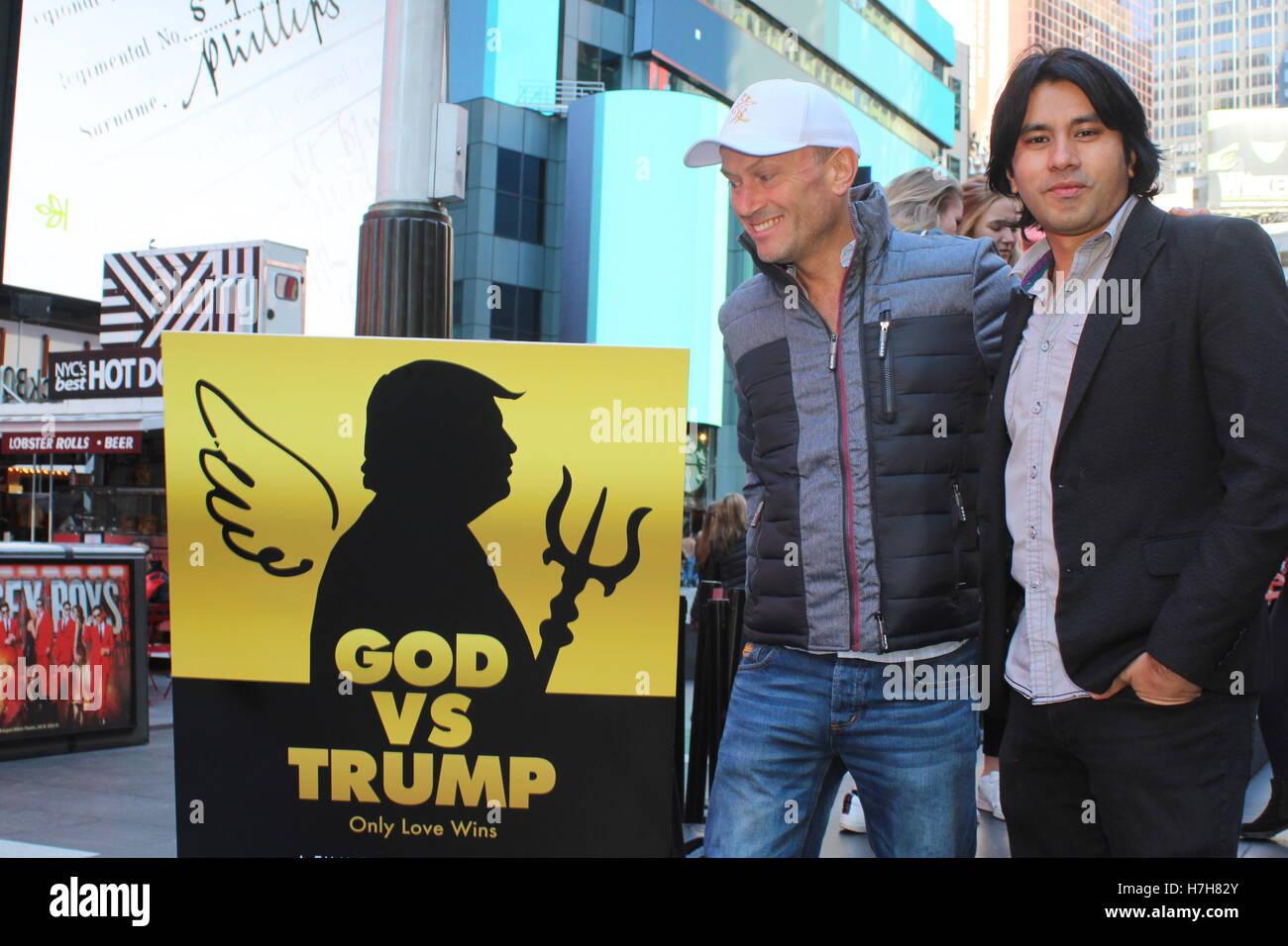 New York City, New York, US. 5th Nov, 2016. British director MARTIN DUNKERTON in New York's Times Square self - Stock Image