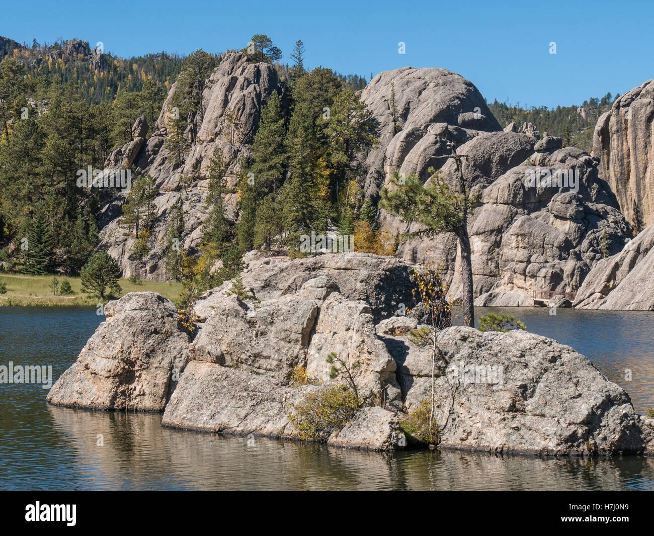 Rock island, Sylvan Lake, Needles Highway, Custer State Park, South Dakota. Stock Photo