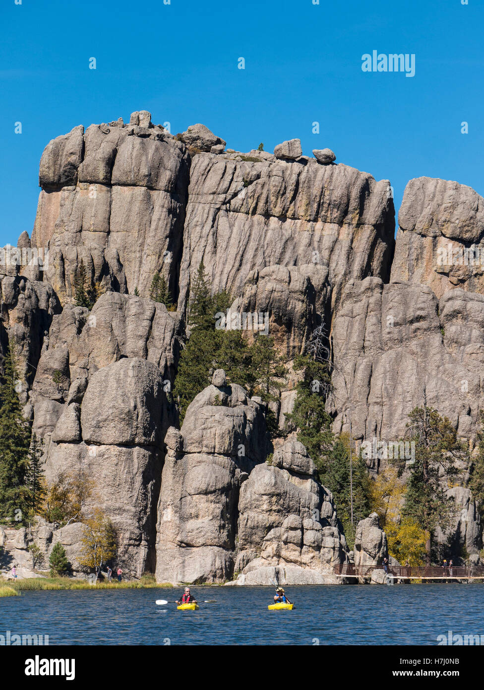 Couple paddle kayaks, Sylvan Lake, Needles Highway, Custer State Park, South Dakota. - Stock Image