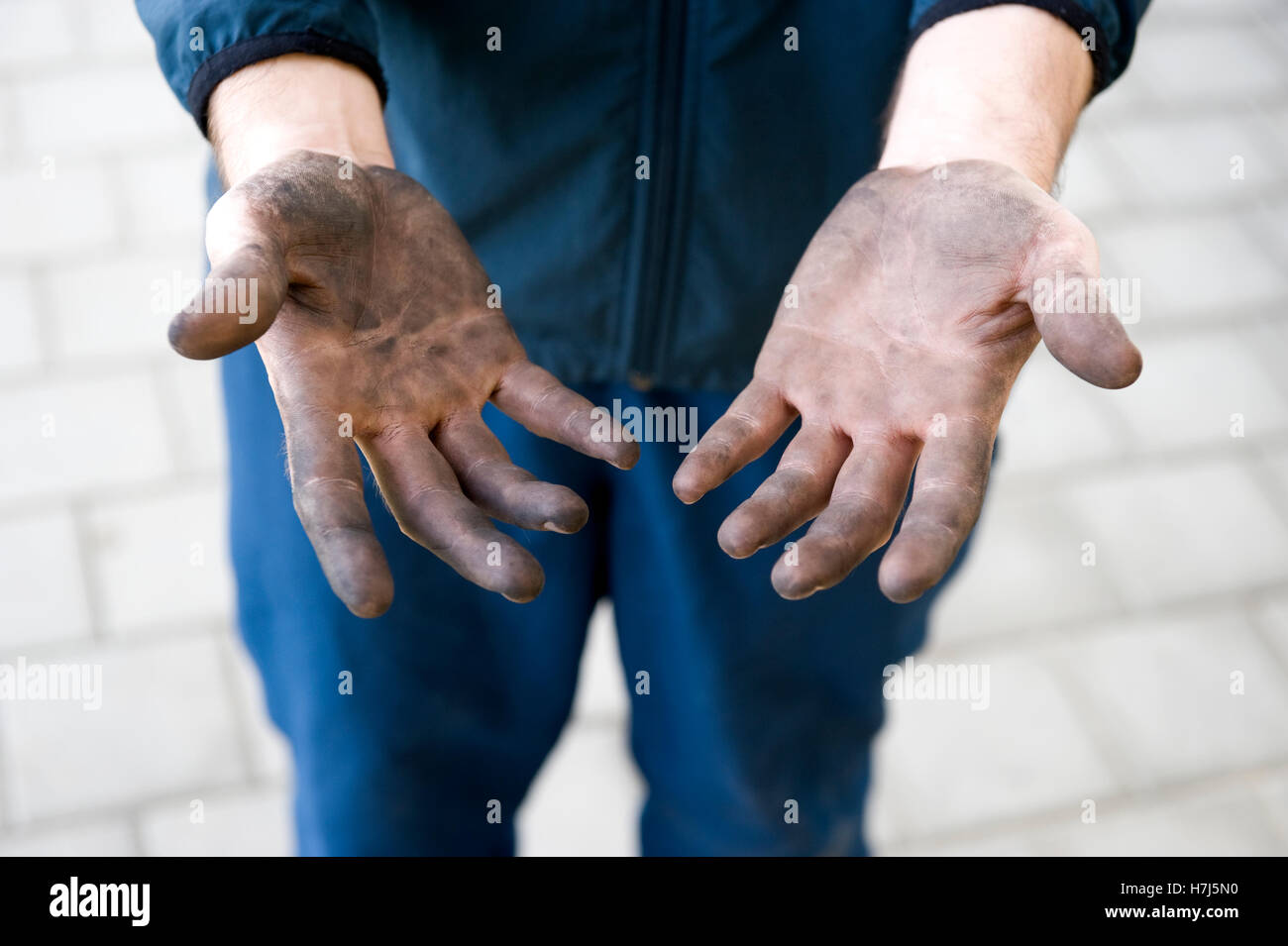 Manual labourer with dirty hands - Stock Image