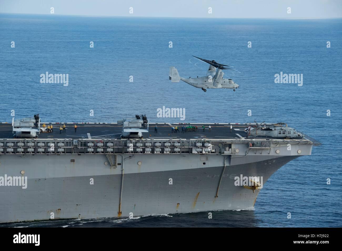 An MV-22B Osprey aircraft launches from the flight deck of the USN Wasp-class amphibious assault ship USS Bonhomme - Stock Image