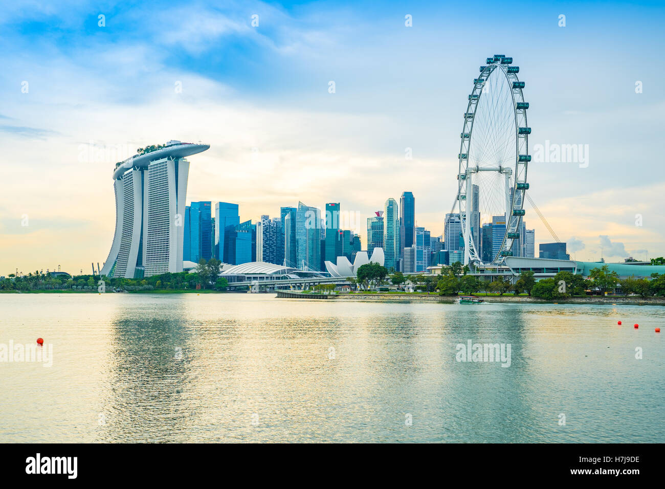 Singapore city skyline and view of Marina Bay at sunset in Singapore city. - Stock Image