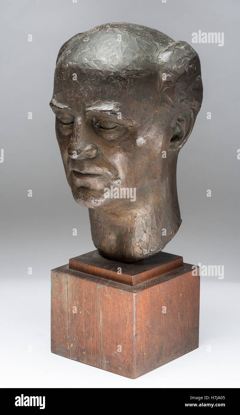 Bust of Rudolph Loos, patinated plaster sculpture 1957 by French sculptor Jean Henninger Stock Photo