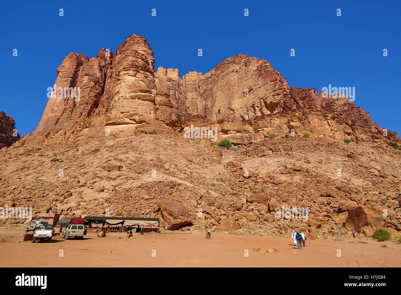 Rock formations of Lawrence's Spring in the desert at Wadi Rum, Jordan - Stock Image
