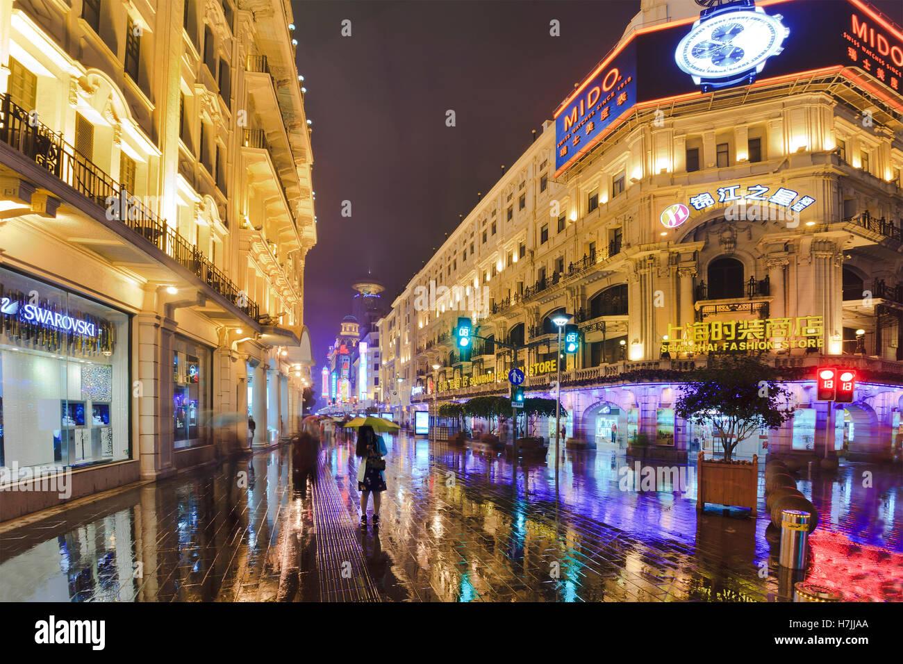 SHANGHAI, CN - OCT 31, 2014: Architecture of Nanjing Road - the main shopping street of Shanghai, China at night - Stock Image