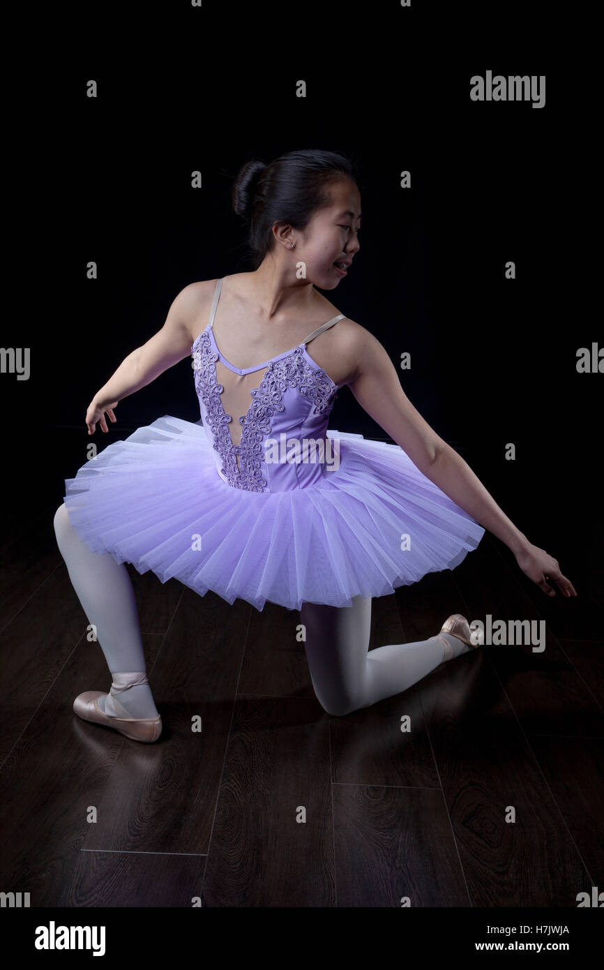 Young Ballerina wearing pointe shoes and tutu in dance pose. - Stock Image