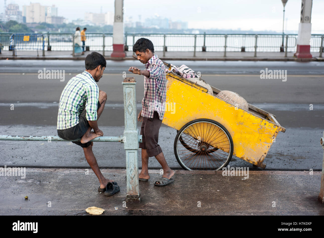 Streeet Cleaner with Trolley  on Howrah Bridge (Rabindra Setu) in Kolkatat  West Bengal  india Stock Photo
