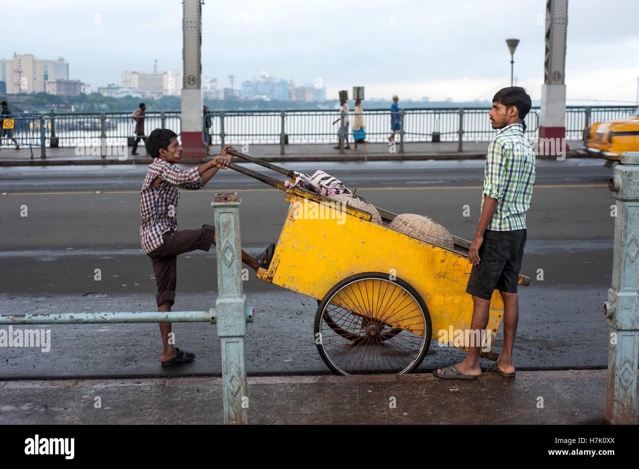 Streeet Cleaner Pushing Trolley  on Howrah Bridge (Rabindra Setu) in Kolkatat  West Bengal  india Stock Photo