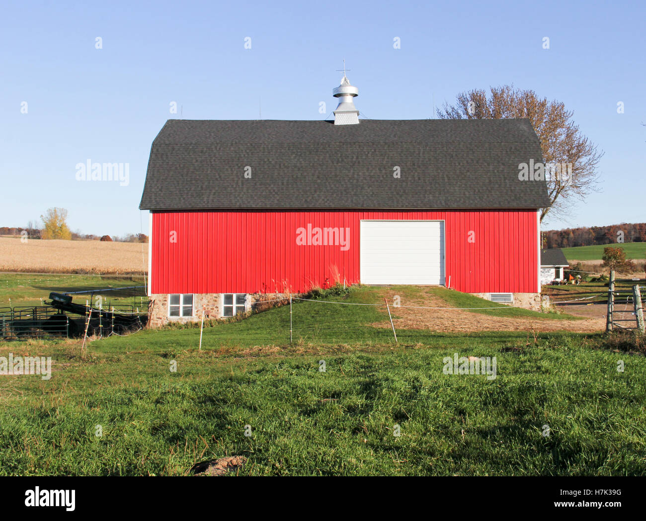 Red Horse Barn Against A Blue Sky Stock Photo Alamy
