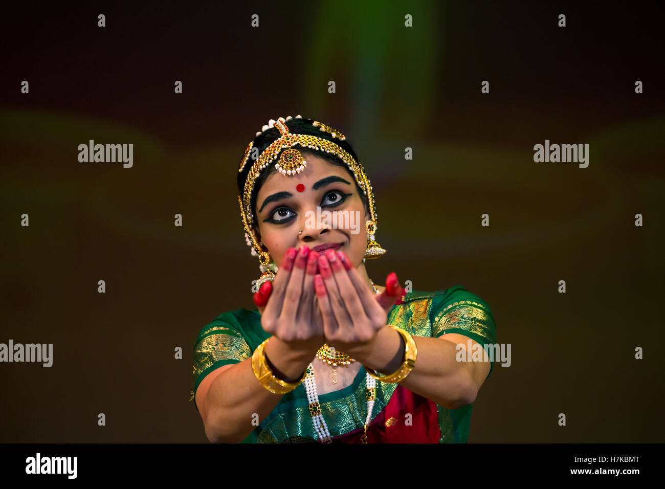 Indian girl is dancing the national clothes during the celebration of Diwali (the Hindu festival of lights) - Stock Image