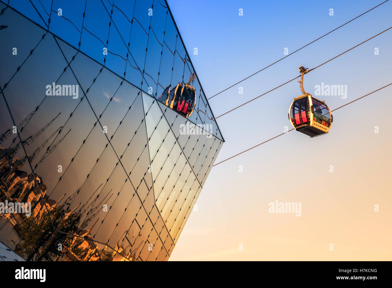 Thames cable car in London at sunset - Stock Image