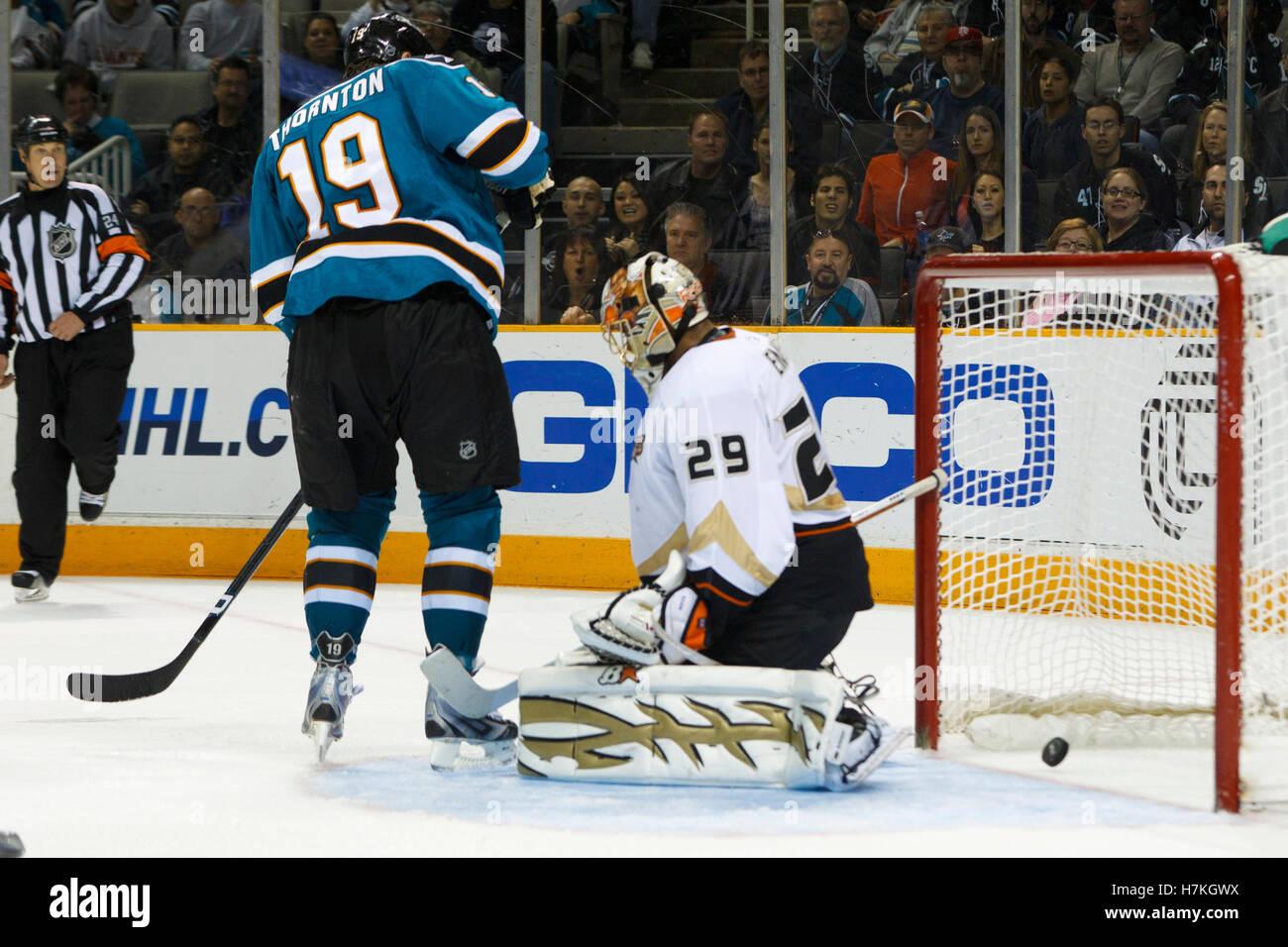 April 2, 2011; San Jose, CA, USA;  San Jose Sharks right wing Devin Setoguchi (not pictured) scores a goal as center - Stock Image