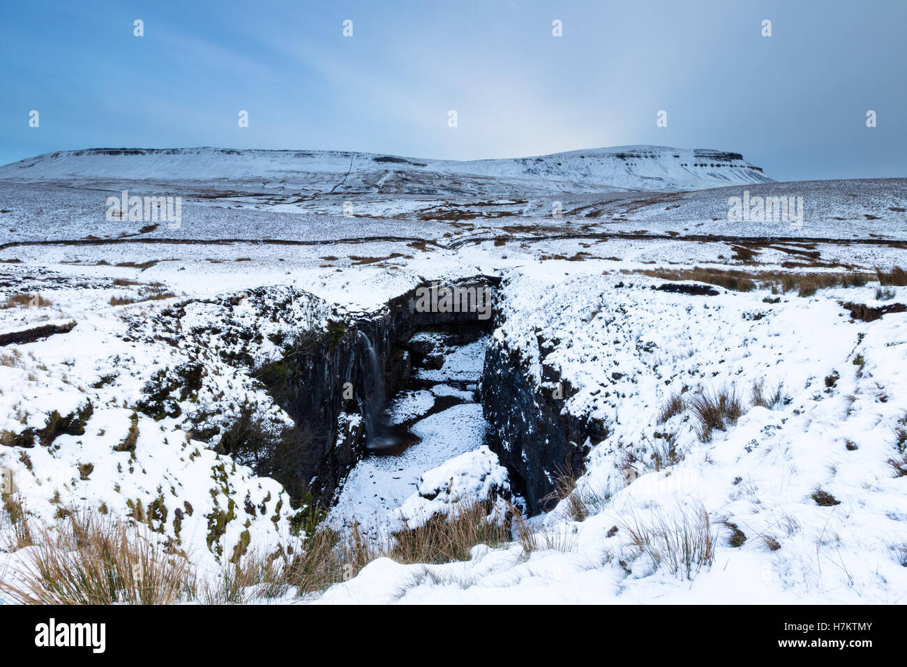 Snow covered scene of Hull Pot with Pen-y-ghent in the Yorkshire Dales National Park, England, UK - Stock Image