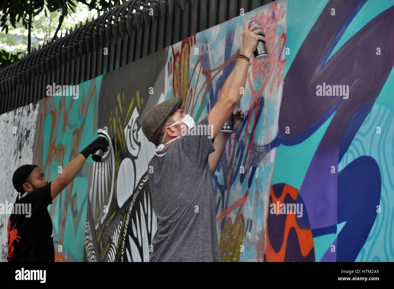 Collaboration Graffiti Artists From France And Indonesia Were Making Graffiti Art On The Walls Of Institute Francais Indonesia Ifi Building Jl Mh Thamrin