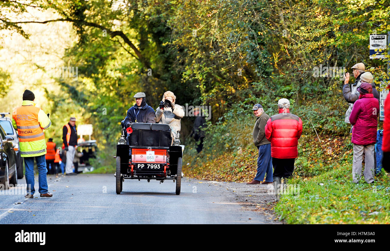 Pycombe Sussex, UK. 6th Nov, 2016. A 1900 De Dion Bouton passes spectators on the hill at Pycombe just outside Brighton - Stock Image