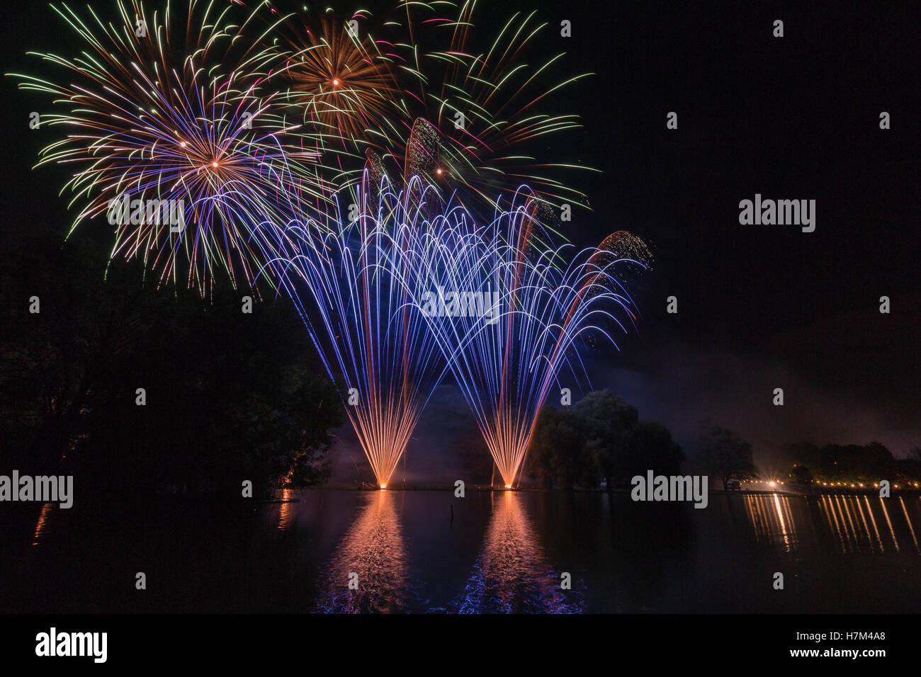 Fireworks reflecting on lake - Stock Image