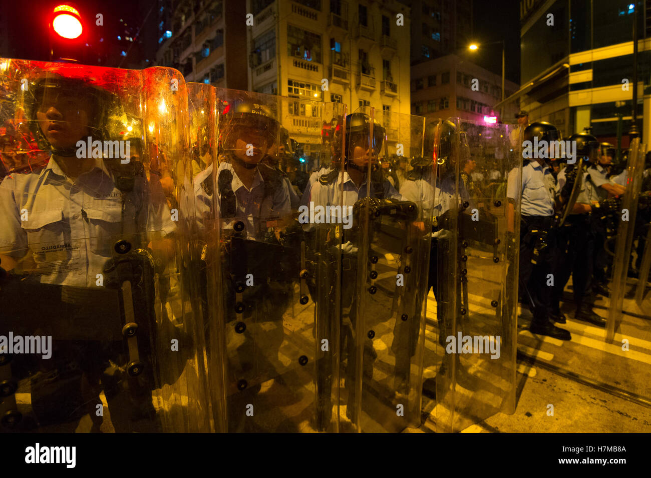 7th Nov, 2016. Police stop demonstrators as they protested against Beijing's interference in local politics, Hong Stock Photo