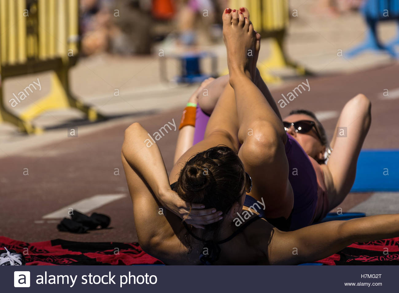 Woman making fitness class outdoor on a sunny day - Stock Image