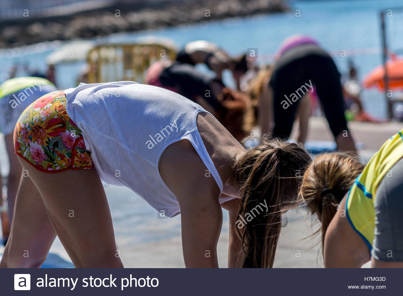 Women enjoying a fitness class outdoor on a sunny day. - Stock Image