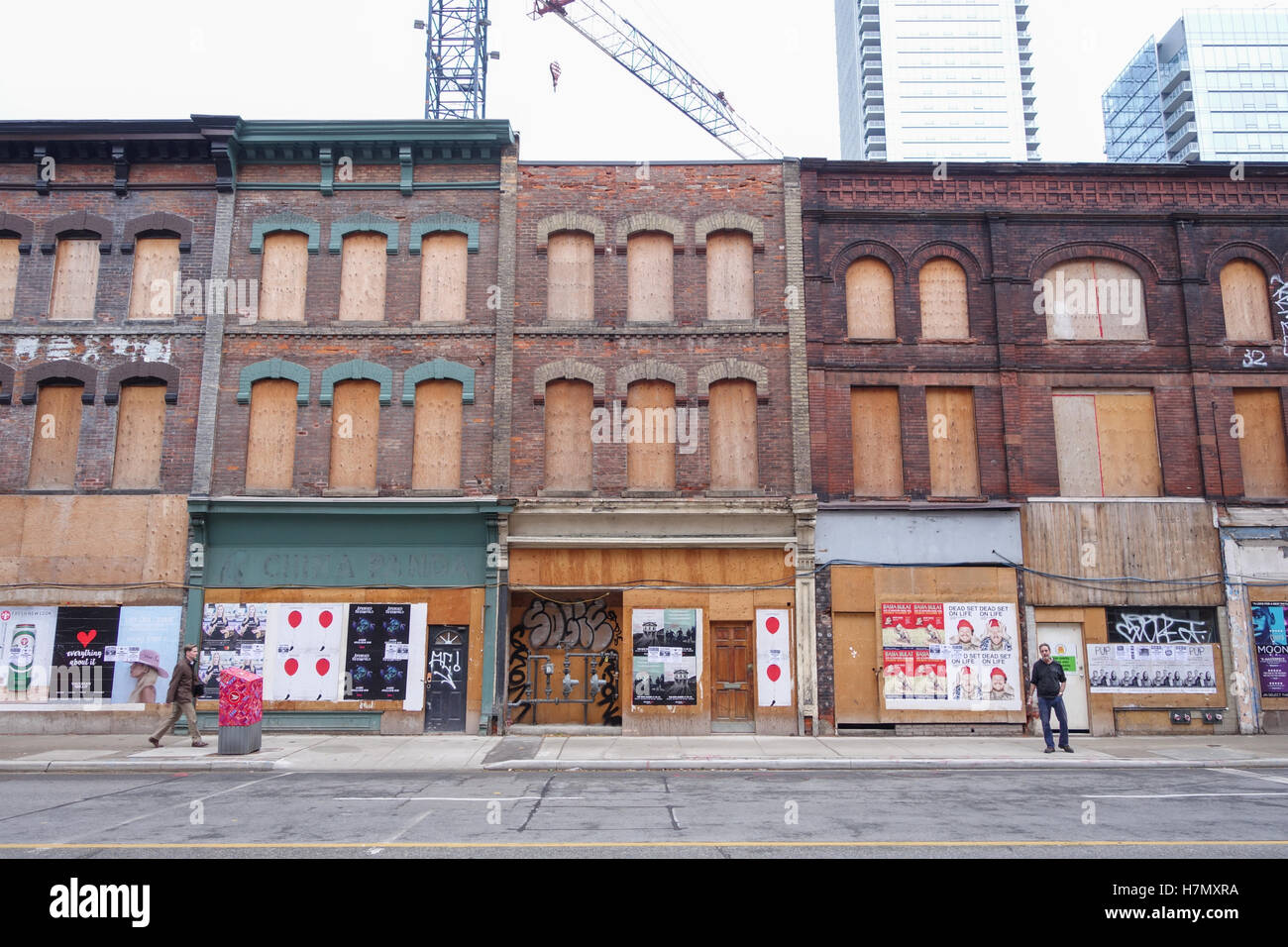 boarded abandoned building toronto yonge street - Stock Image