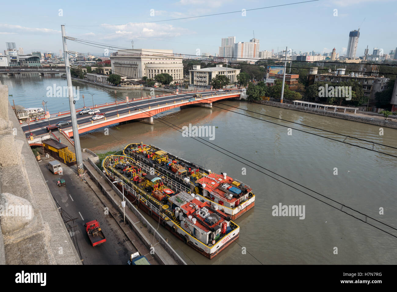 Manila, Philippines - February 20, 2016: Pasig river with bunker barges and with The Manila Central Post Office - Stock Image