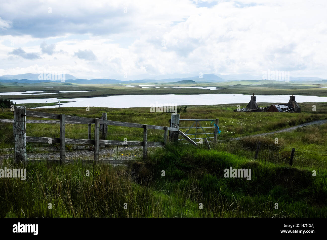 View of ruined cottage, near Achmore, Isle of Lewis - Stock Image