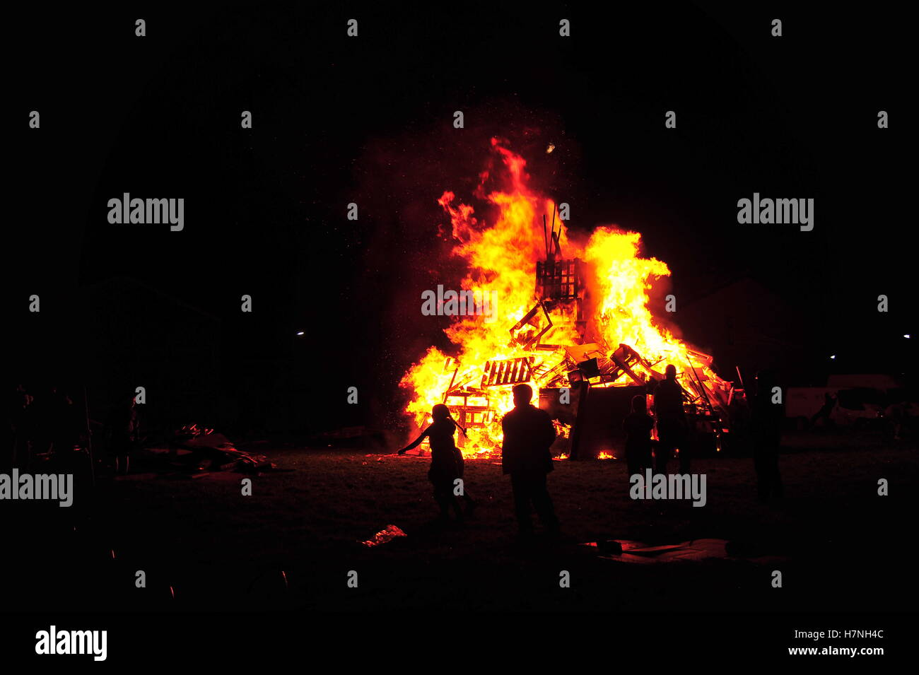 November 5th 2016. Family attend street bonfire in Liverpool. - Stock Image