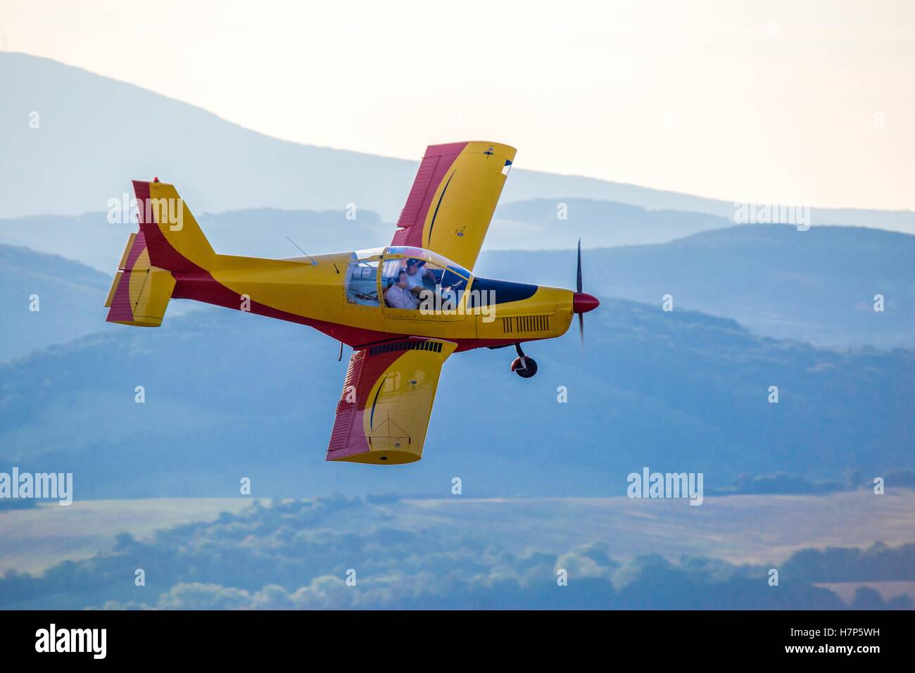 Light Zlin aircraft in a tight turn - Stock Image
