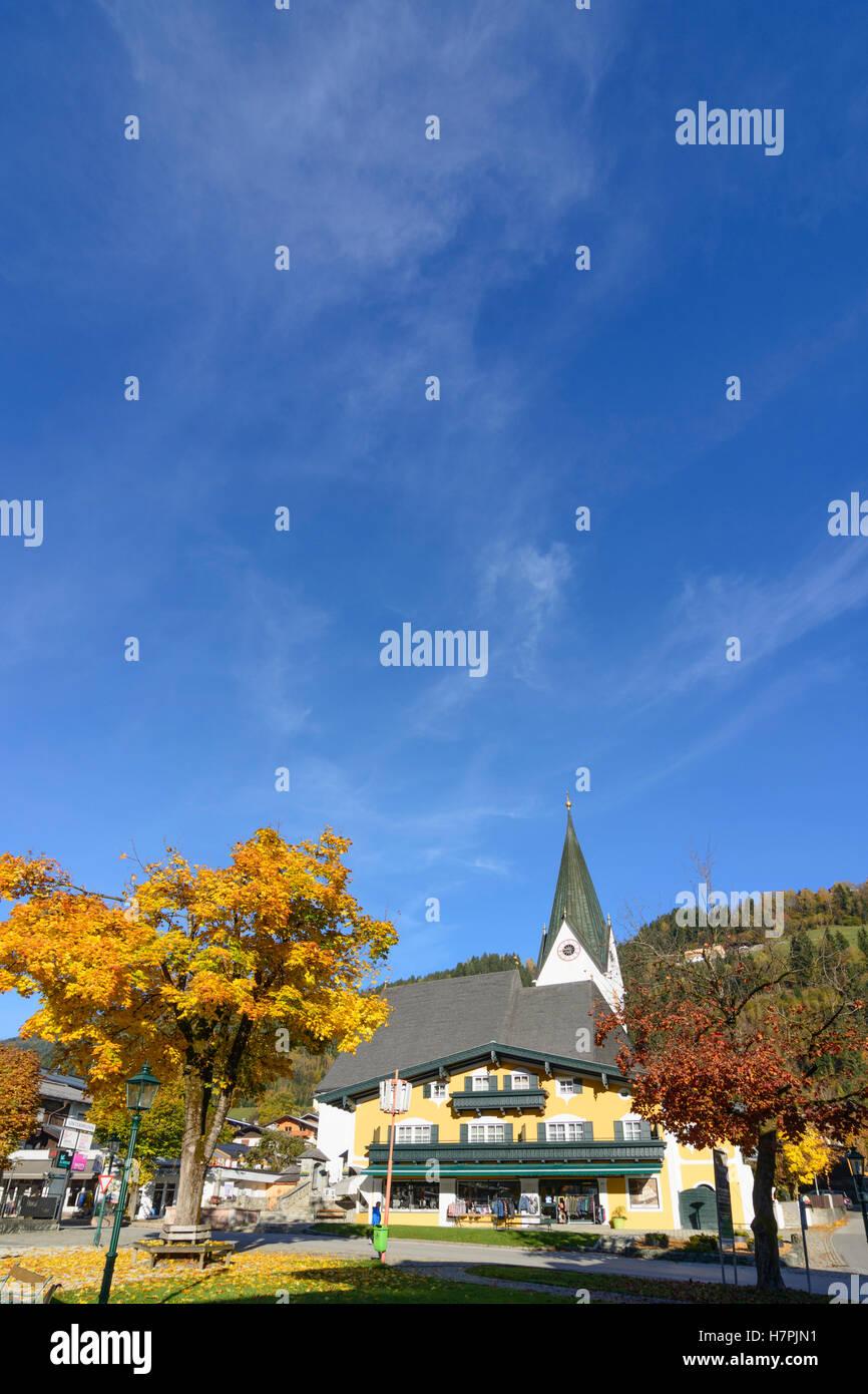 Neukirchen am Großvenediger: main square, church, Pinzgau, Salzburg, Austria - Stock Image