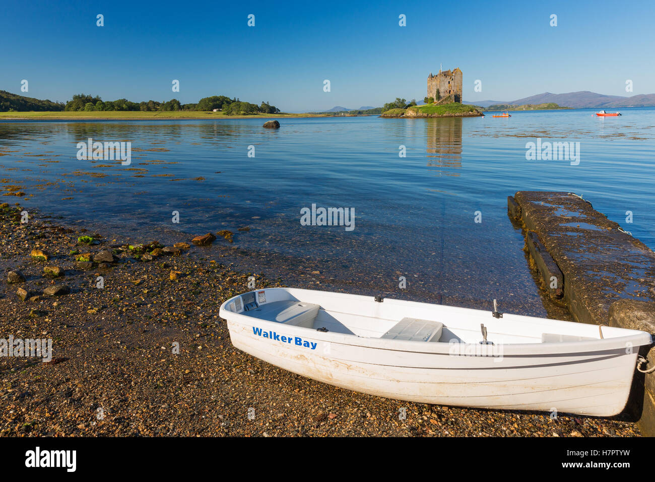 Stalker Castle, Argyll and Bute, Highlands, Loch Linnhe, Scotland, United Kingdom. View from beach/waterfront in - Stock Image