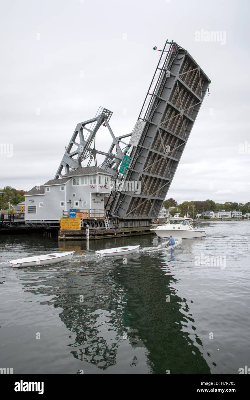 Mystic River highway bridge Connecticut USA - The lifting Bridge which crosses the Mystic River beginning to open - Stock Image