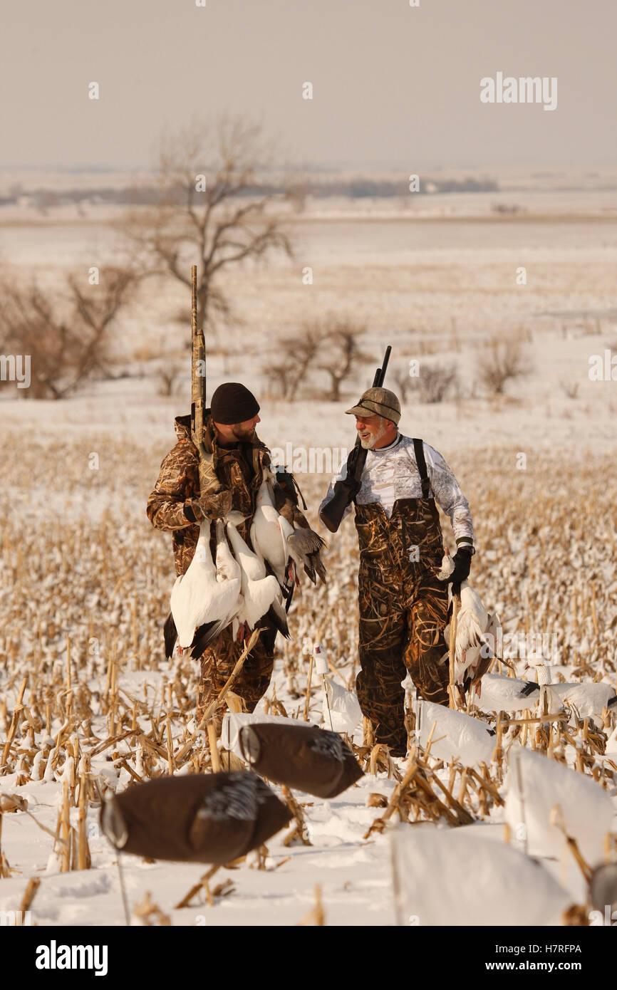 b9d7ed0ecbb56 Snow Goose Hunters With Dead Snow Geese Stock Photo: 125292450 - Alamy