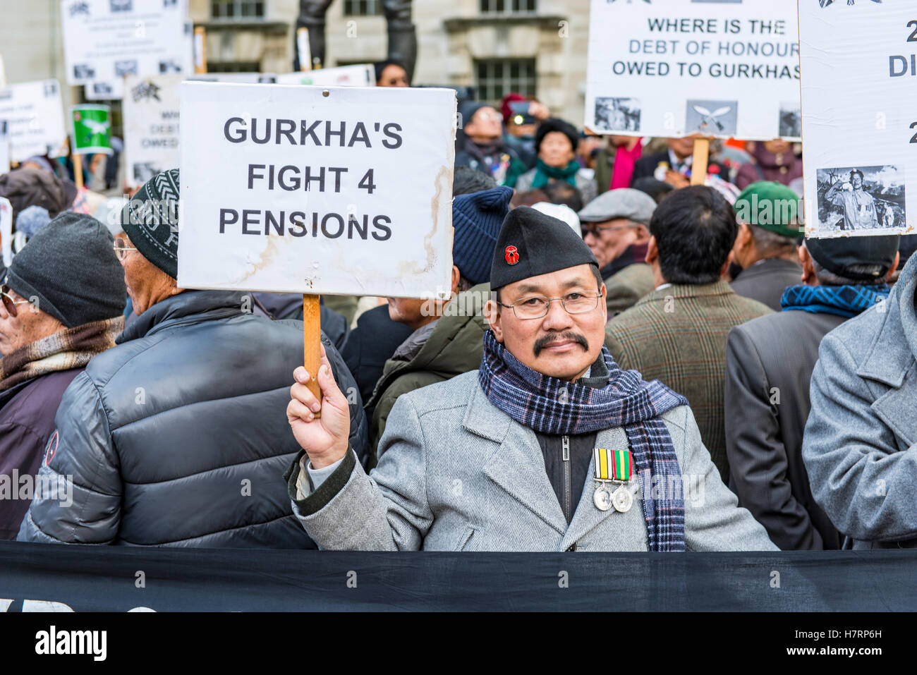London, UK. 7th November, 2016. Gurkha demonstration for pensions parity with their non-Gurkha British counterparts.opposite - Stock Image