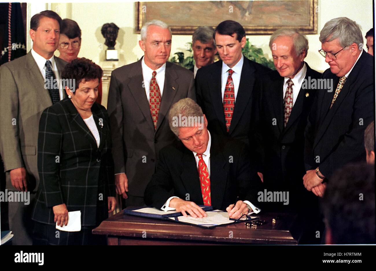 United States President Bill Clinton signs the Drug-Free Communities Act of 1997 at the White House in Washington, - Stock Image