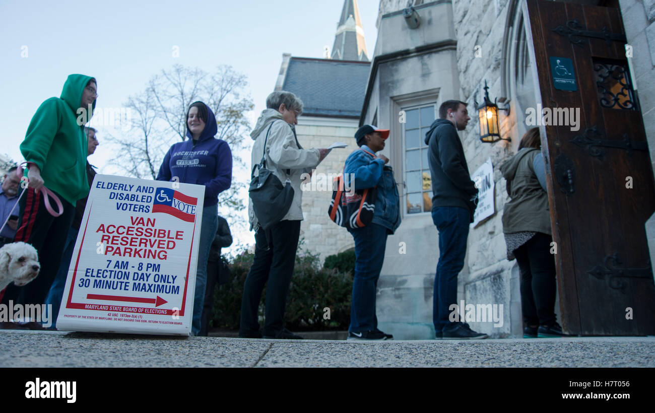 Baltimore, USA. 8th Nov, 2016. Voters line up early to cast their ballots on Nov 8 th Election Day at Presbyterian Stock Photo