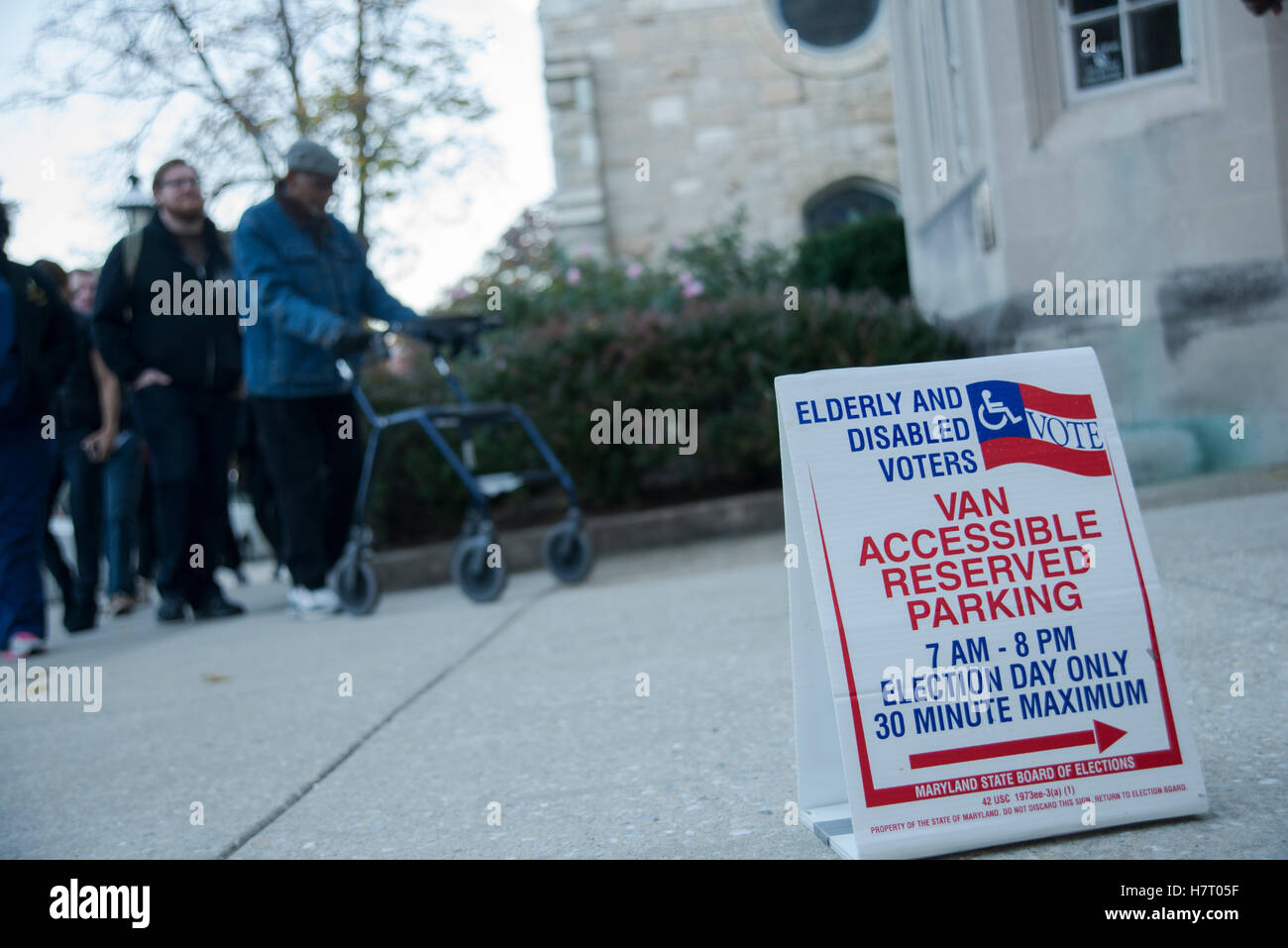 Baltimore, USA. 8th Nov, 2016. Voters line up early to cast their ballots on Nov 8 th Election Day at Presbyterian - Stock Image