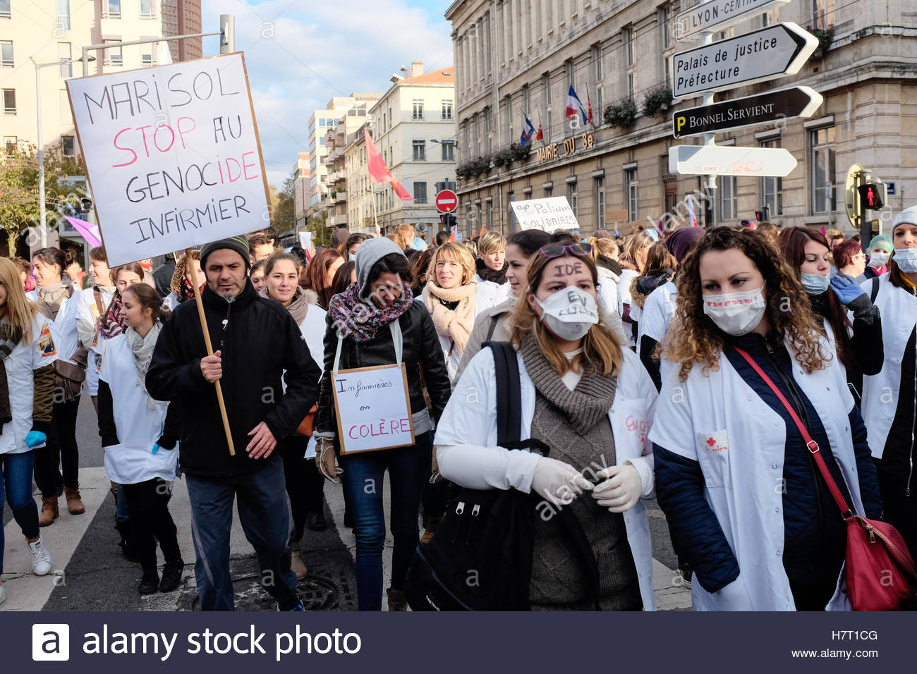 Le Mans, France. 8th Nov, 2016. A protester holds a sign reading 'Marisol, stop the nurse genocide' as nurses - Stock Image