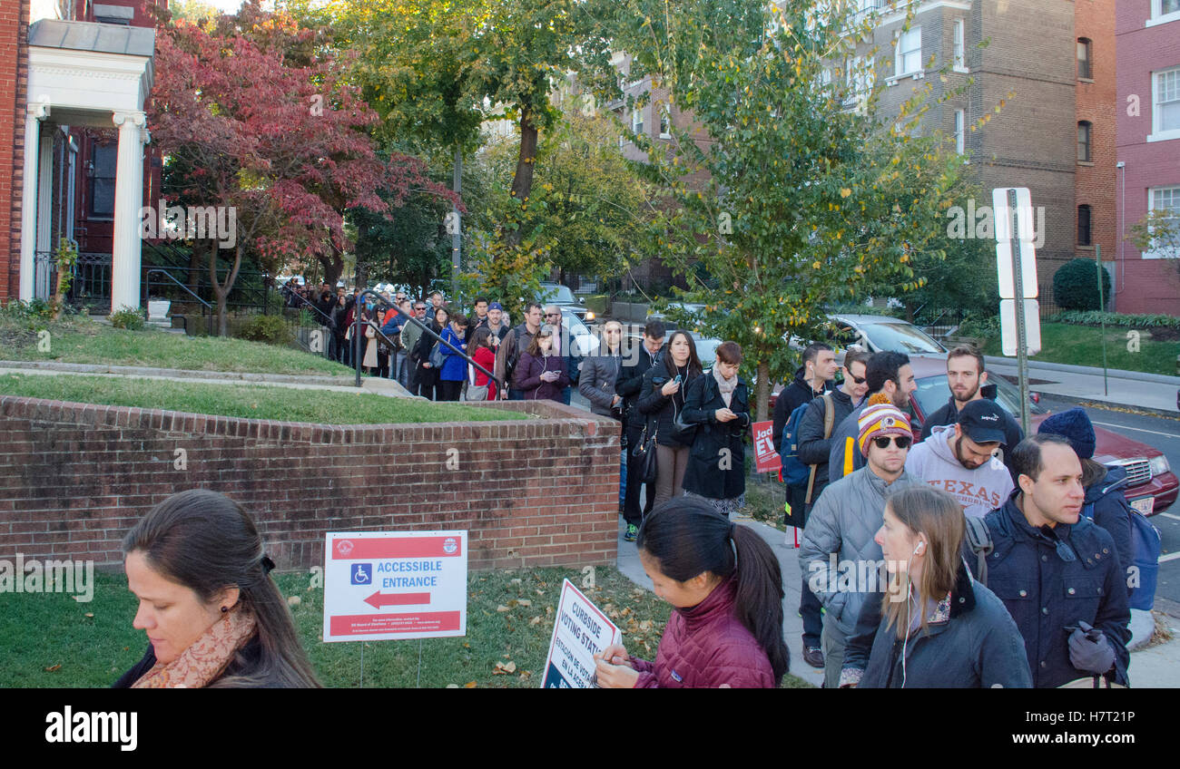 Washington DC, USA. 8th November, 2016. Election Day 2016, Washington, DC. Voters wait in line to vote at the polling - Stock Image