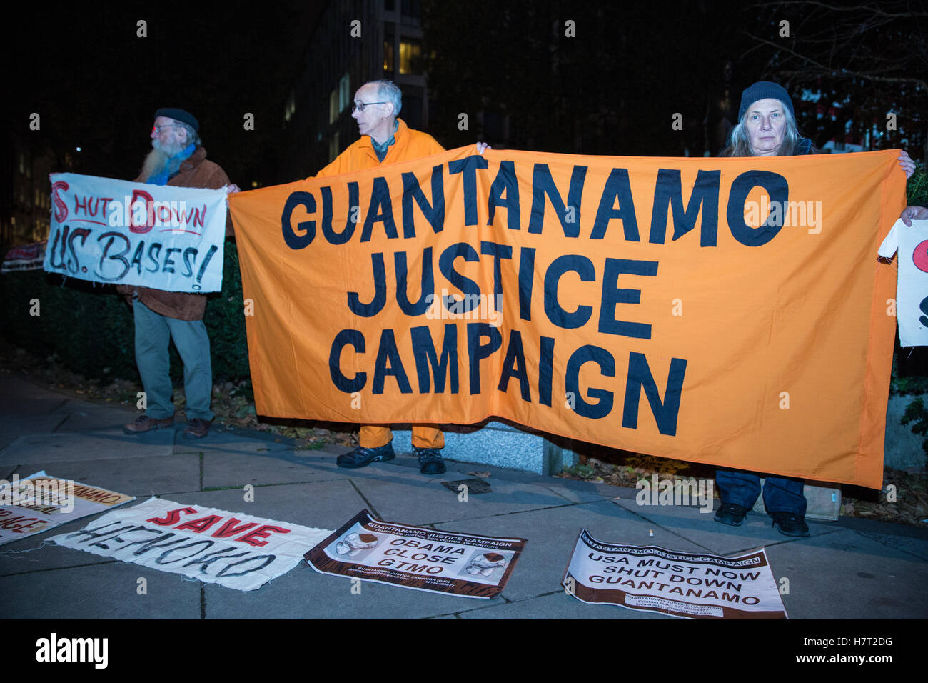 London, UK. 8th November, 2016. Activists from the London Guantanamo Campaign protest outside the US embassy following - Stock Image