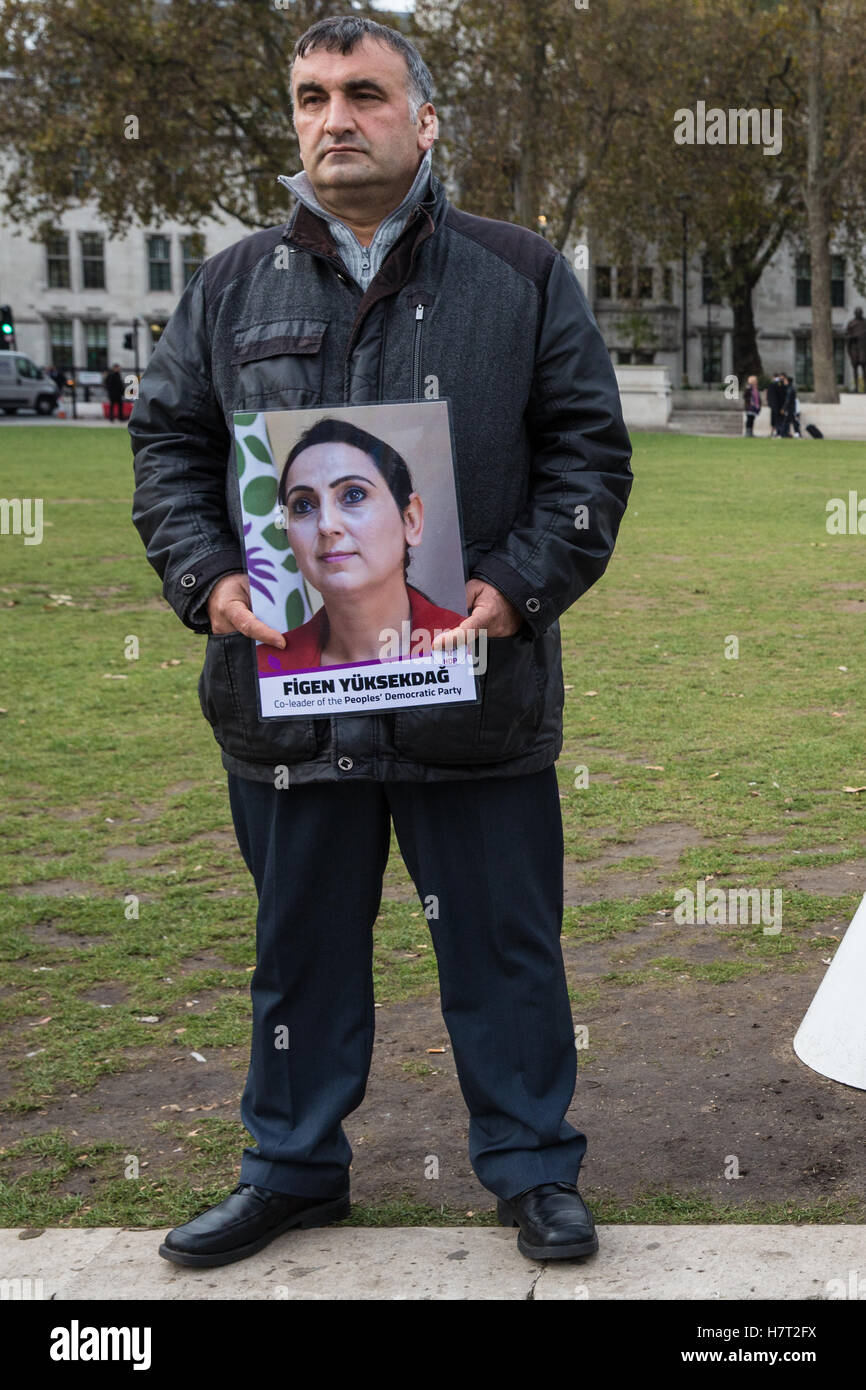 London, UK. 8th November, 2016. Kurdish activists protest in Parliament Square in solidarity with pro-Kurdish HDP Stock Photo