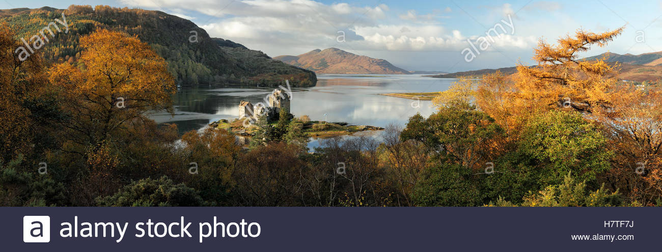 A panoramic image of Eilean Donan Castle surrounded with the colours of Autumn. - Stock Image