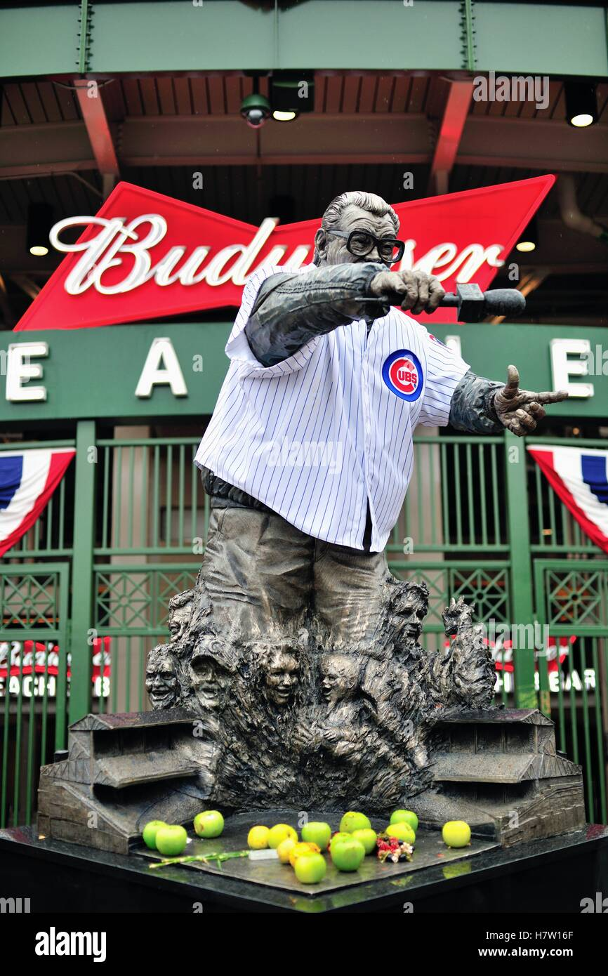 During the 2016 World Series at Wrigley Field, home to the Chicago Cubs, the statue of legendary broadcaster Harry Stock Photo