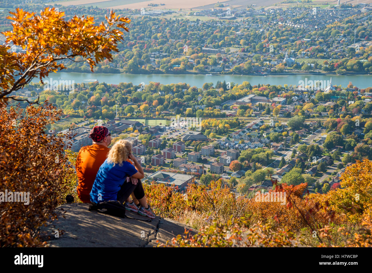 Trekkers at the top of Dieppe cliff on Mont Saint-Hilaire in Quebec - Stock Image