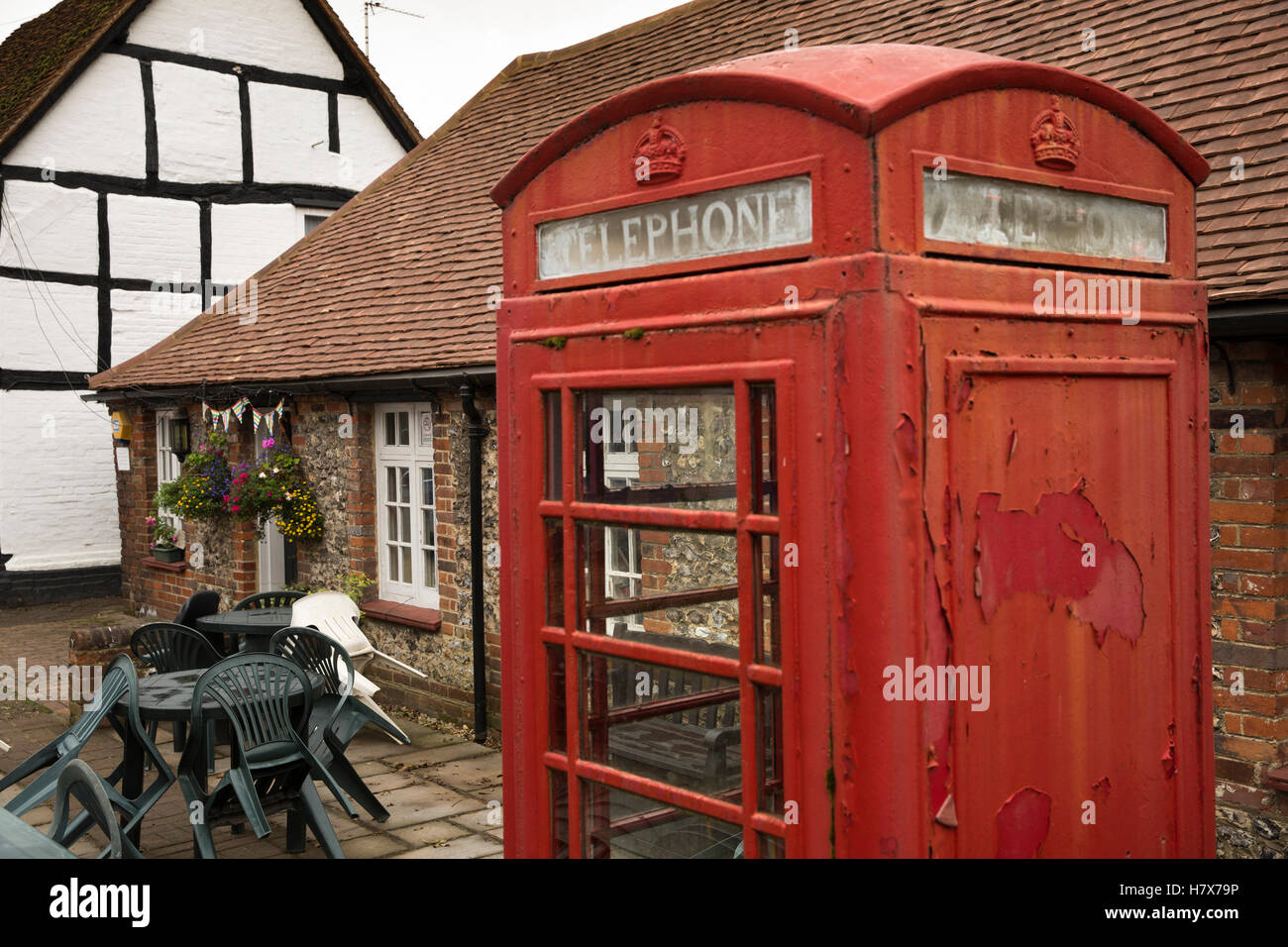 UK, England, Buckinghamshire, West Wycombe, High Street, K6 phone box outside Community Library - Stock Image