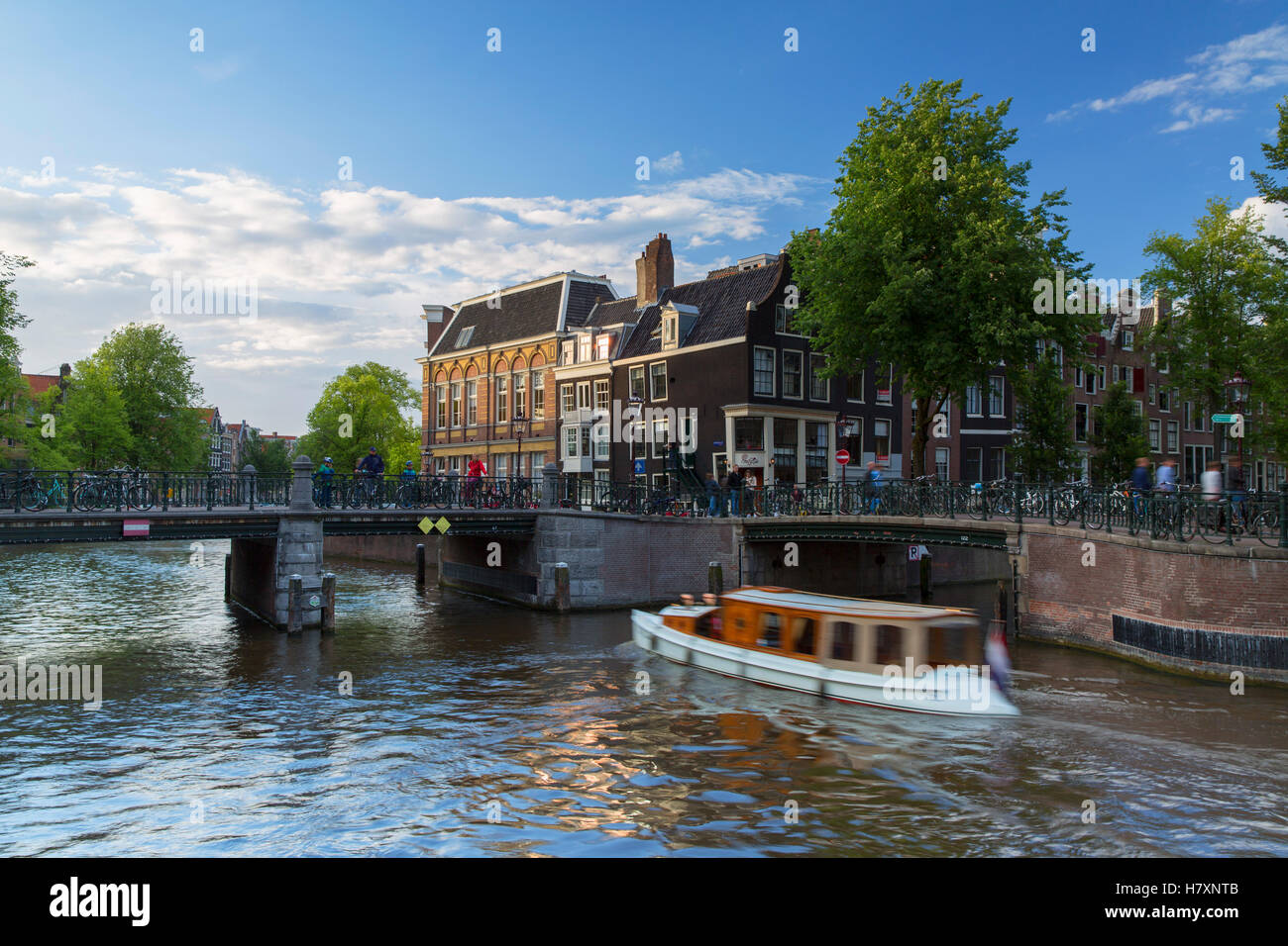 Boat on Prinsengracht canal, Amsterdam, Netherlands - Stock Image